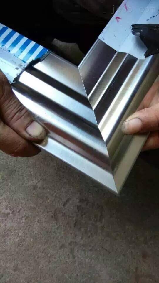 佛山采用万能夹具不锈钢门45度切角机相框45度切割机