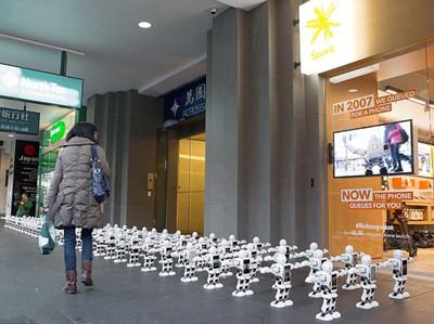 新西兰果粉新玩法 用中国造机器人排队买iPhone7