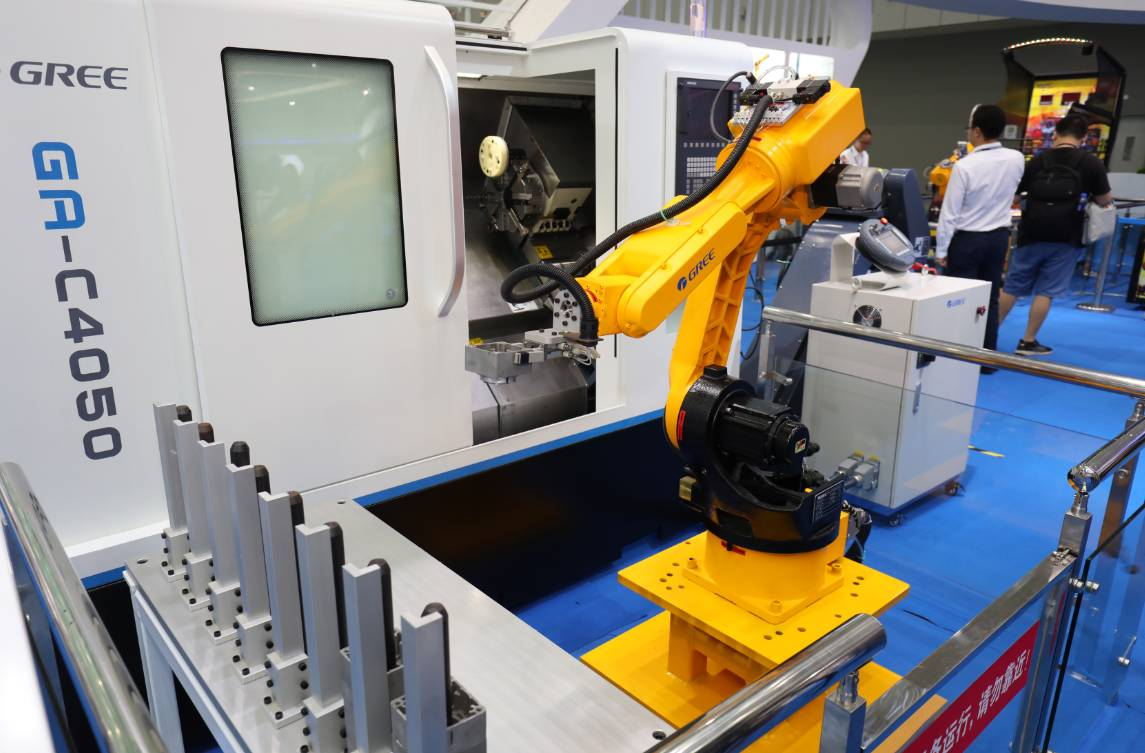 工业机器人三大关键零部件中的控制器,伺服电机和减速器,格力通过技术